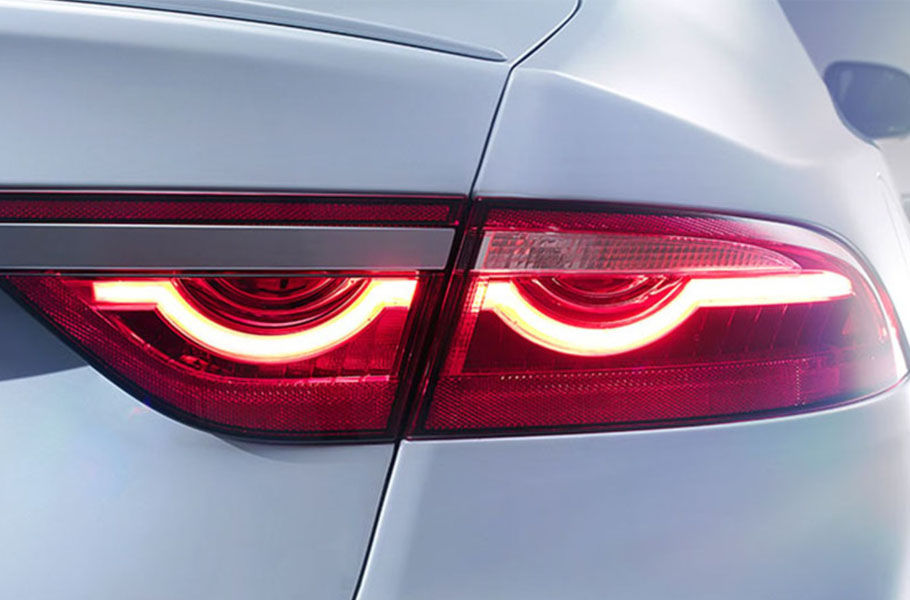 F-TYPE-INSPIRED TAIL LIGHTS