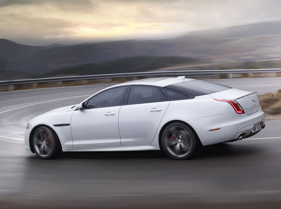 XJR PERFORMANCE AND LUXURY