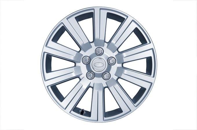 """عجلات """"Style 105"""" مصنوعة من خلائط الألومنيوم مزوّدة بعشرة قضبان قياس 17 بوصة*"""