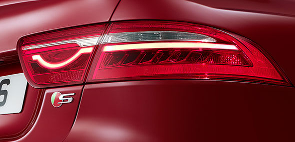 ICONIC TAIL LIGHTS