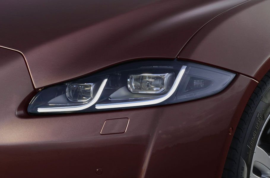 FULL LED HEADLIGHTS WITH ADAPTIVE LIGHTING AND AUTO HIGH BEAM ASSIST (AHBA)