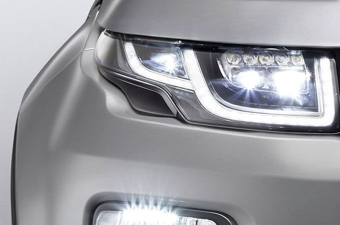 ADAPTIVE HEADLIGHTS WITH LED SIGNATURE