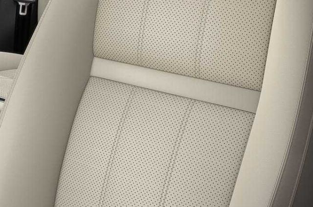 PERFORATED GRAINED LEATHER SEATS WITH DRIVER MEMORY