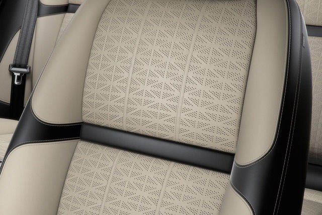 PERFORATED WINDSOR LEATHER 20-WAY SEATS WITH DRIVER/PASSENGER MEMORY, MASSAGE AND HEATED/COOLED FRONT