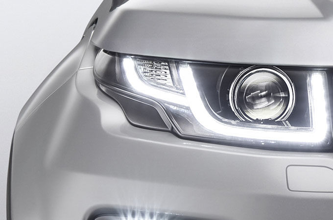 XENON HEADLIGHTS WITH LED SIGNATURE